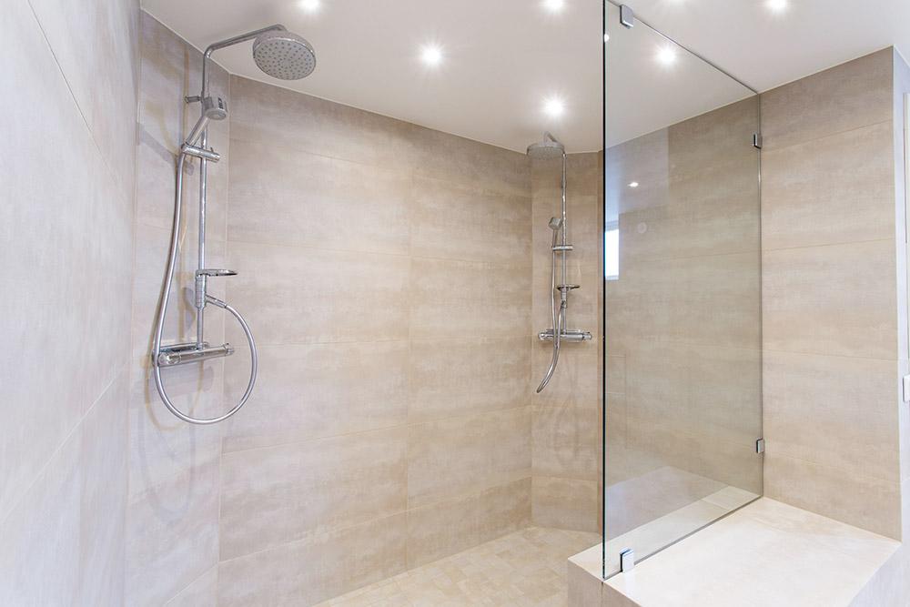 Installation de receveur de douche par Plombier Terrebonne